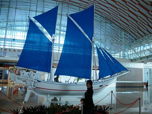 interior bandara hasanudin