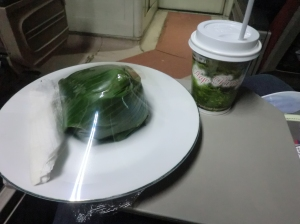 nasi bungkus plus teh panas