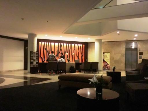 resepsionis hotel Santika
