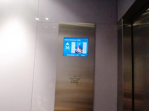 3.lift ke bitexco skydeck