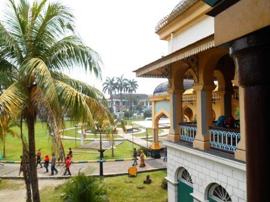 halaman istana