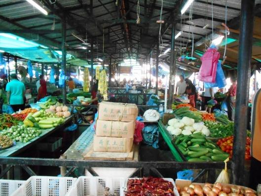 bwn pasar tamu kianggeh