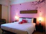 kamar pink mercure surabaya