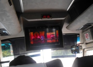 2 hiburan di bus delima