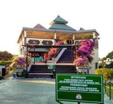 exterior masjid@puja mandala