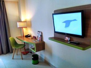 ibis style kuta legian desk n tv
