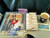 majalah, sandwich, kopi susu