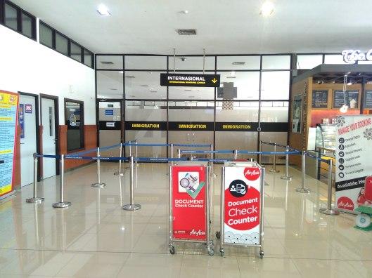 pintu masuk internasional Adisucipto B