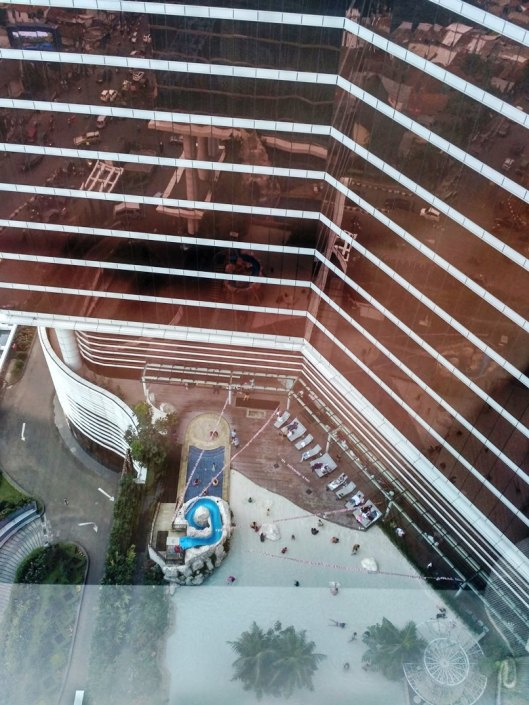 kolam renang trans luxury hotel