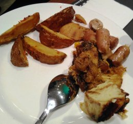 sosis kentang dan roti kukus