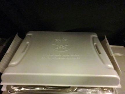makanan saudia dari jakarta dalam kotak plastik