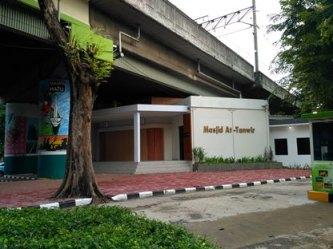 masjid baru stasiun gambir