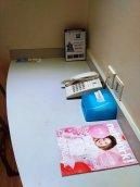 ada telpon, tisu dan majalah tv