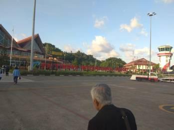 bandara Pattimura Ambon.jpg