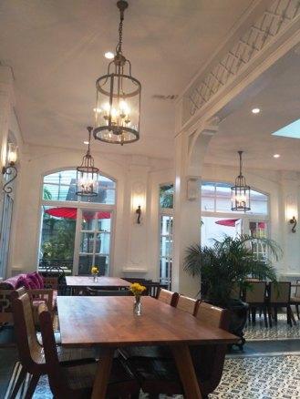 interior food court rumah mode