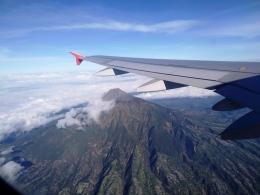 gunung merapi dilihat dari pesawat