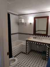 kamar mandi dengan bathub